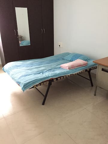 Affordable room in a 19th floor flat - Hyderabad - Leilighet