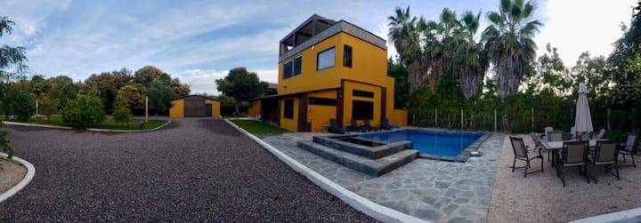 Casa De Savannah- Between Two Surfing Beaches