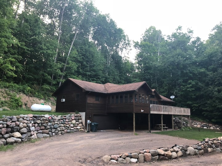Spacious Cabin on Beautiful Long Lake