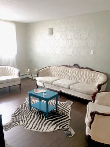 CUTE AND COSY ONE BEDROOM - Edmonton - Leilighet