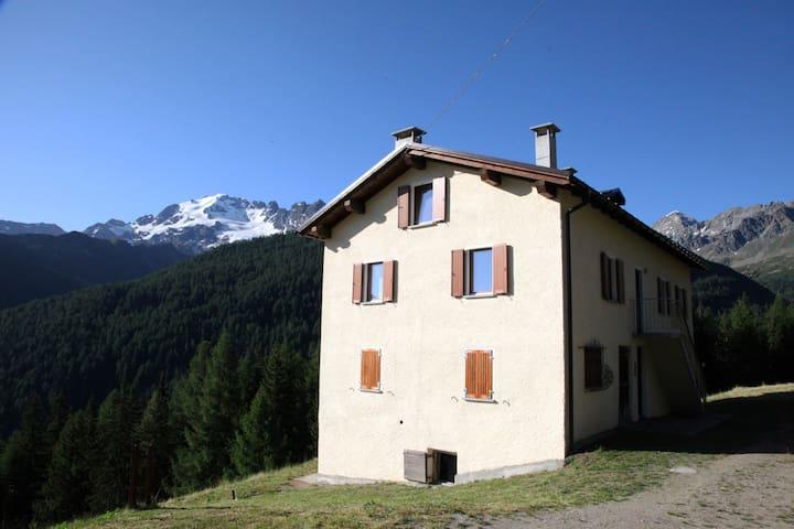 Baita Balzer, tra Bormio e Livigno. Elisa - Provincia di Sondrio