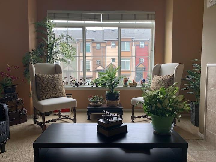 Convenient Master Bedroom by Max line/Costco!