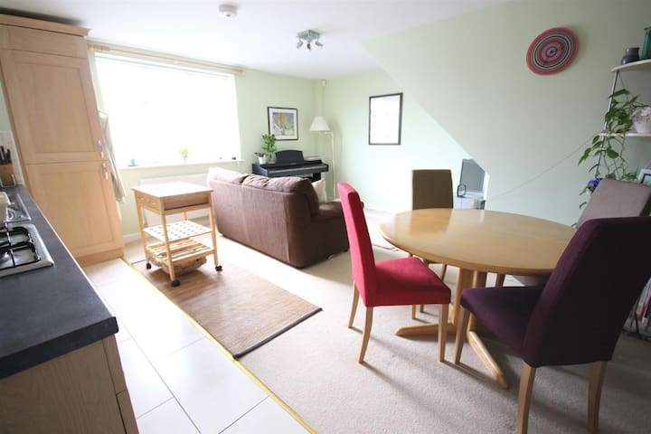 Fantastic 2 Bed Apt near Leamington Town Centre