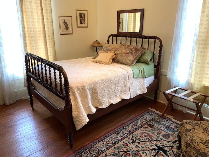 Laurel Ridge Inn, The Green DeWitt Room