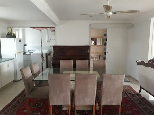 Downstairs Private Place 3 Bedroom, Aircon, Wifi