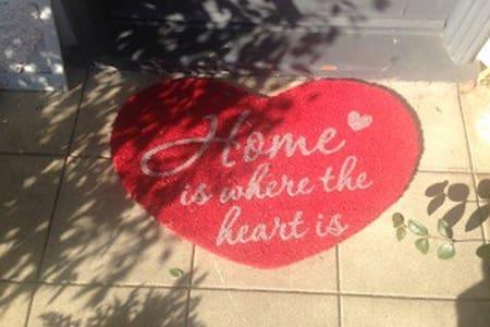 BEST PLACE IN  PASADENA PRIVATE - Pasadena - Bed & Breakfast