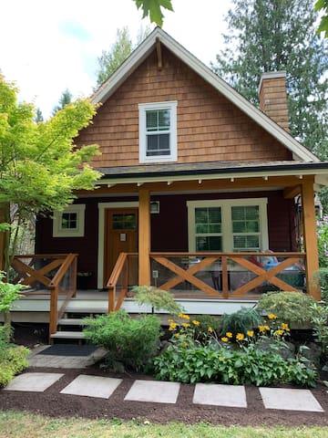 Victoria's Cozy Cottage