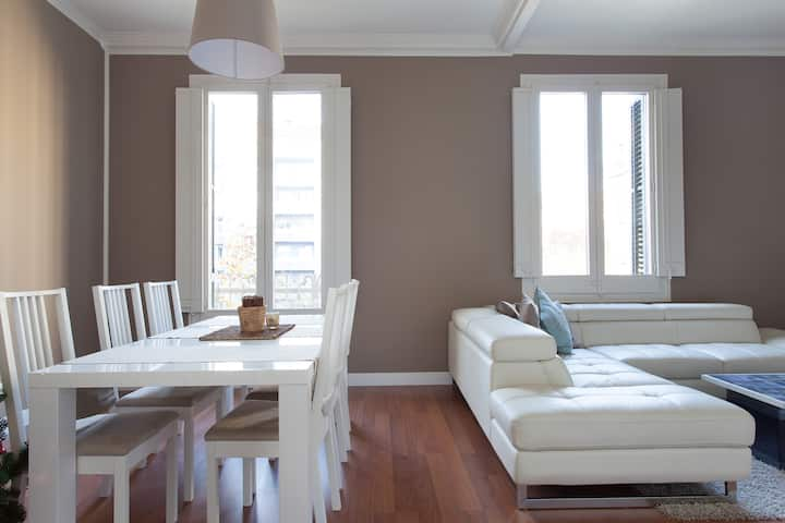 AMAZING & BRIGHT IN EIXAMPLE BEIGE