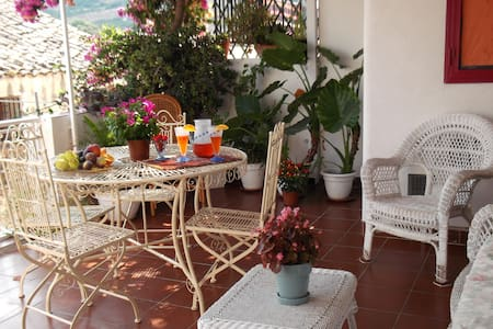 casa tipica con bellissima terrazza - Scopello
