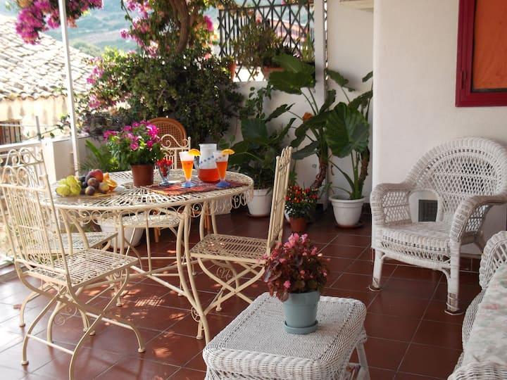 casa tipica con bellissima terrazza