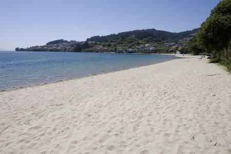 Apartamento con piscina en playa de Covelo - Pontevedra - Pis