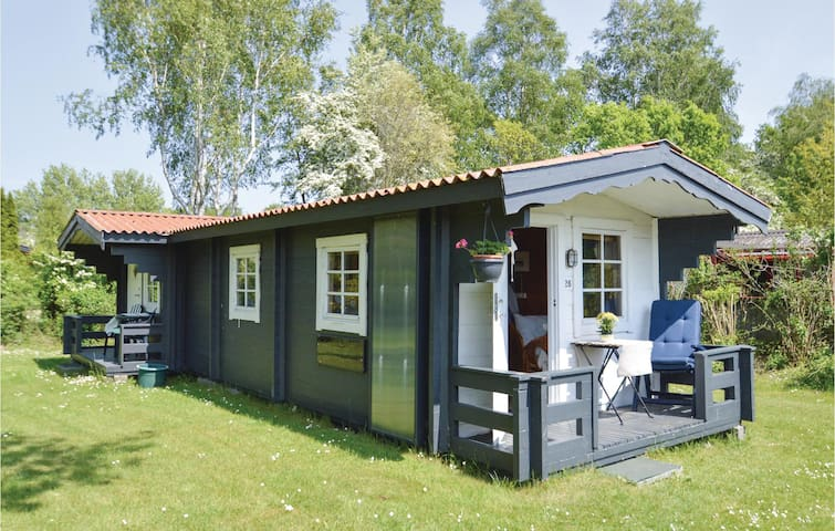 Holiday cottage with 2 bedrooms on 30m² in Nysted