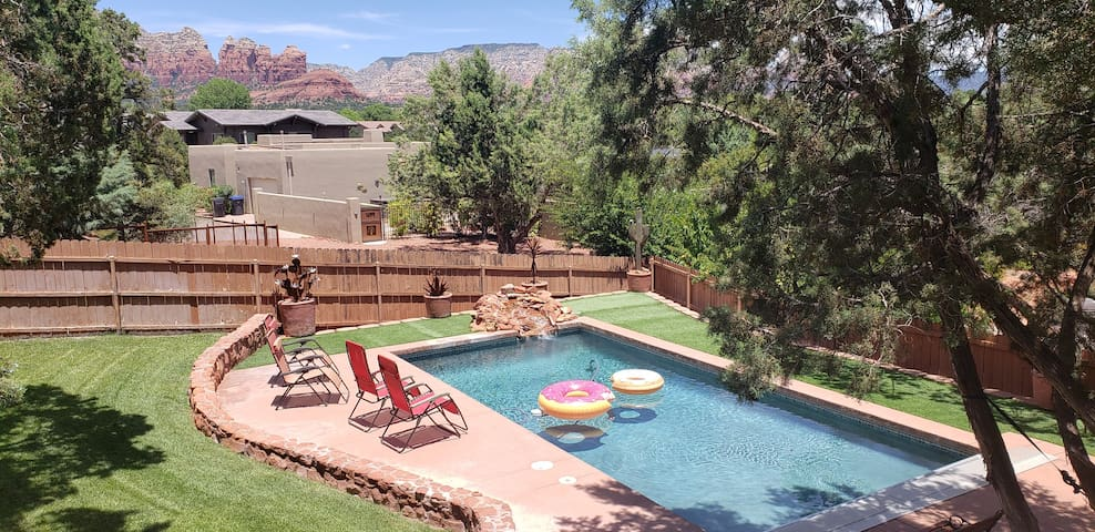 Great Views, Private Oasis Yard, Pool & Jacuzzi.
