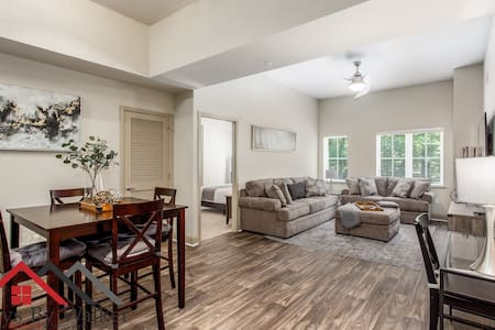 ❤️ 2BR/2B King Beds ★ SouthPark ★ WiFi + Cable  (1300 SqFt)