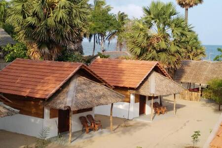 Golden Beach Comfy Cabanas - Kudawa - 牧人小屋