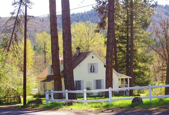 The Husum House - Columbia Gorge  - Husum - Ev