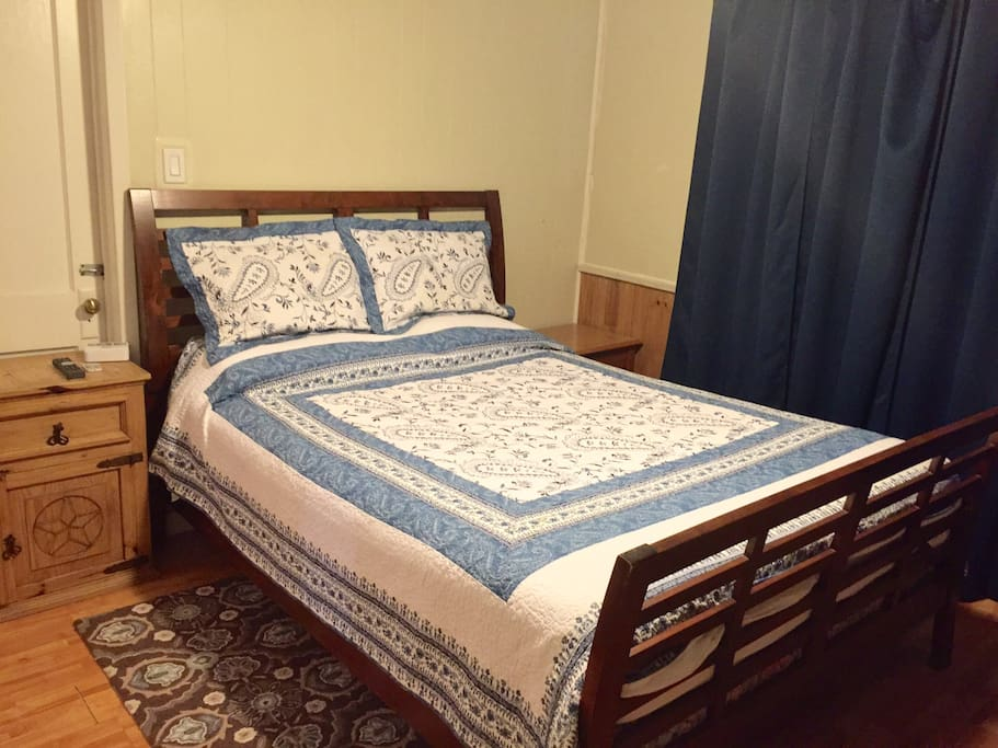 1st Front bedroom with queen size bed.
