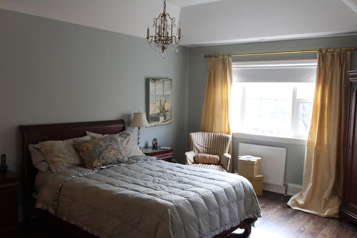 Leaside Bedroom & Ensuite