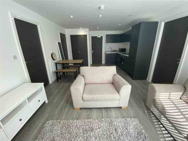 2bed Apartment with parking, business centre & gym