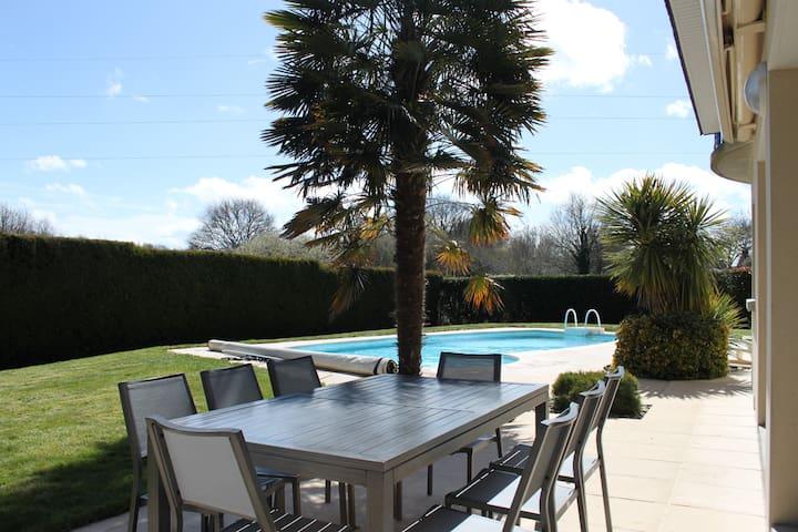 Jolie maison avec piscine - Theix - Rumah