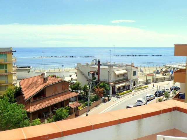 Large apartment in the center with beautiful sea view and conditioned air E23