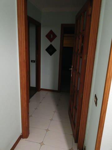 entrada independiente de la habitacion y el baño