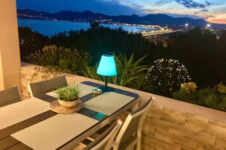 Cannes apartment rental sea view 50m to the beach