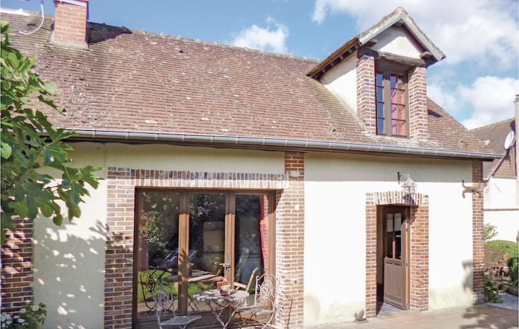 Beautiful home in Breux sur Avre with WiFi and 1 Bedrooms