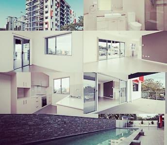 CBD brand new 1BR AP sleeps 4 (pool) - Larrakeyah - Apartamento
