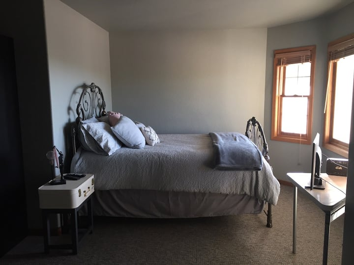 Logan Ranch House Guest Room