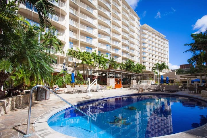 Waikiki Beach Walk 2 Bedroom 2 Bath