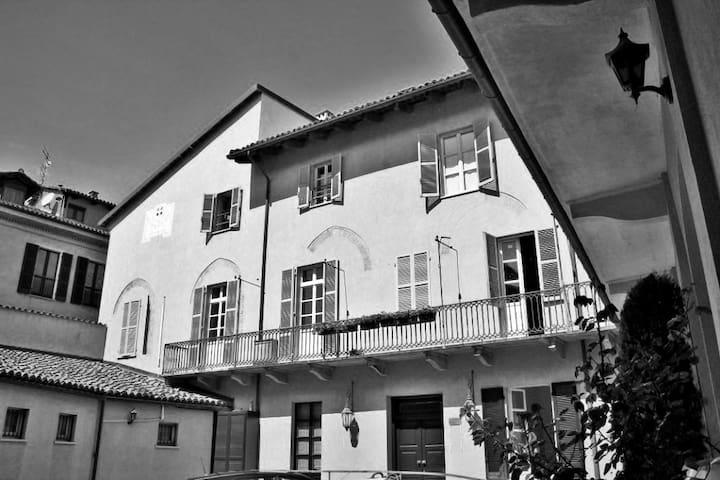 Dimora storica con giardino - Alba - ที่พักพร้อมอาหารเช้า