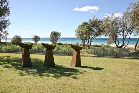 Cuttagee Beach Art House - Where Art meets Beach