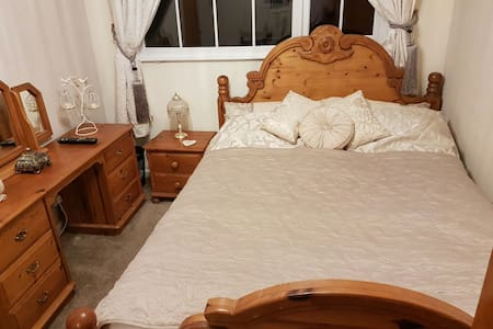 Luxurious, Romantic and comfortable Double. - Yeadon
