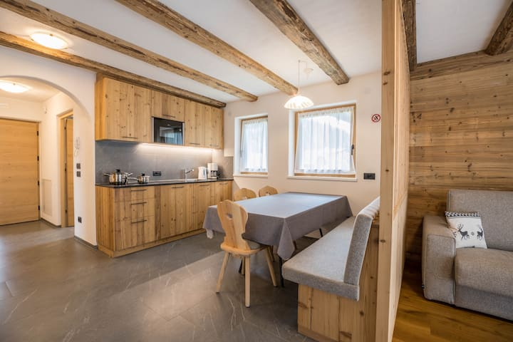 Cron - Chalet Dolomit with Garden, Balcony, Mountain View & Wi-Fi; Parking Available