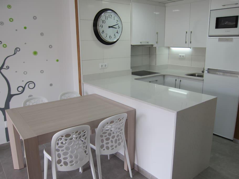 livesalou belle centre ville et lumineux apparteme appartements louer salou catalunya. Black Bedroom Furniture Sets. Home Design Ideas