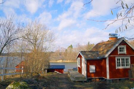 Genuint och renoverat i Västernäs by Rådmansö - Norrtälje SO - 度假屋