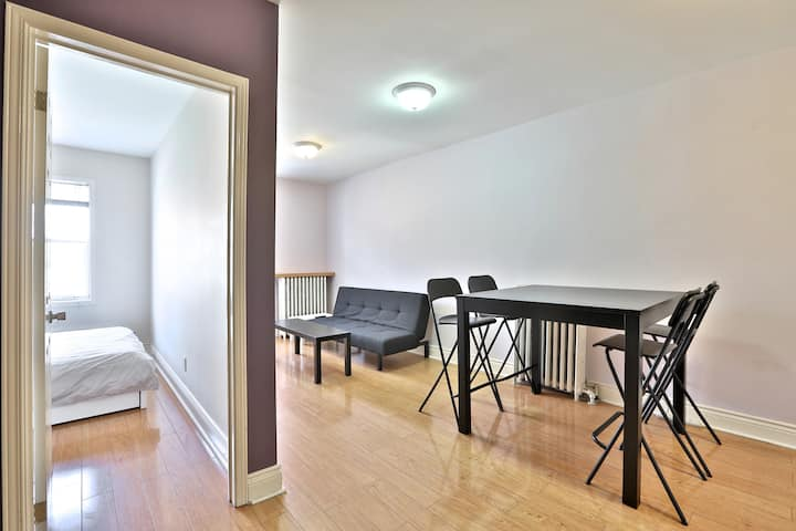 NEWLY Renovated DOWNTOWN 1BR Suite Queen Street W