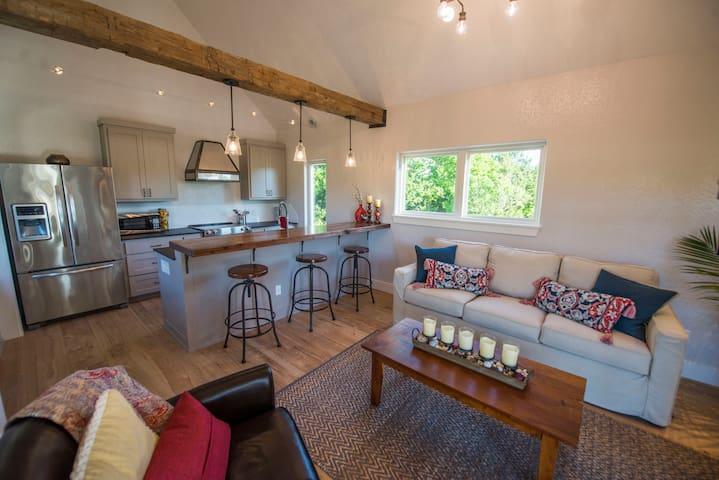 Modern Farm House 12 min to Magnolia!