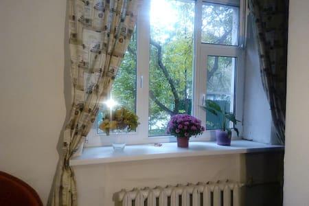 """Уютная комната м.""""Кунцевская"""",с яблонями под окном - Western Administrative Okrug"""
