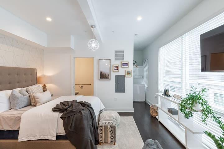 Studio9Forty Sunshine Studio Apartment, sleeps 2