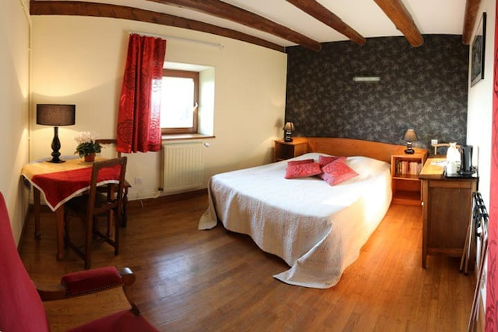 CHAMBRE ROUGE BAROQUE - Sainte-Genevieve - Bed & Breakfast