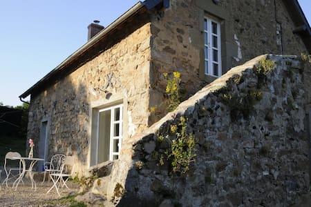 Gîte de Thivelle - ein altes Steinhaus im Morvan - Cussy-en-Morvan - Rumah