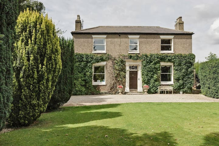 Beautiful 4 Bed Farmhouse in Lincolnshire