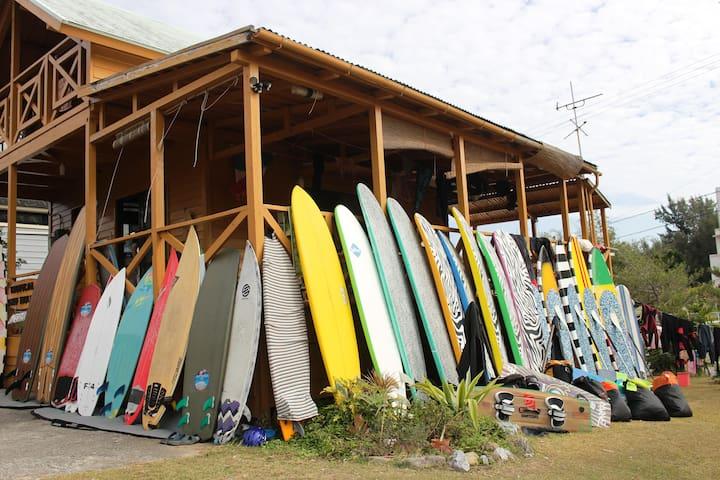Quadruple room japanese tatami Tropical surf house