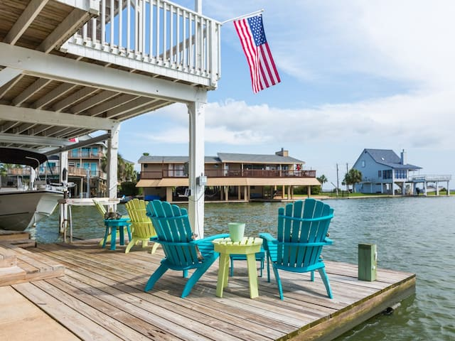 Sit dockside - moor your boat!