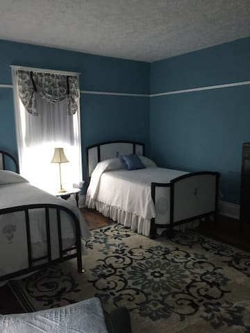 Old Victorian Inn; Blue Room