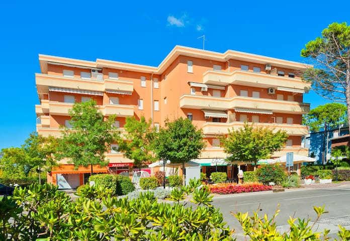 Apt for 2+2 pers - dog welcome in Bibione R66727