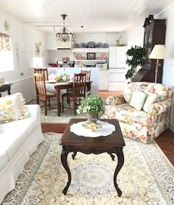 Riverside Country Cottage with authorized license!