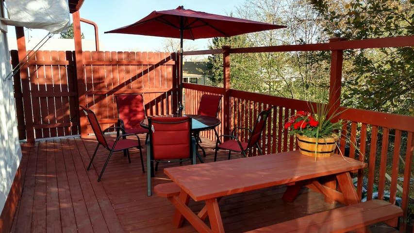 Comfortable 2 bedroom duplex-home near Sloans Lake